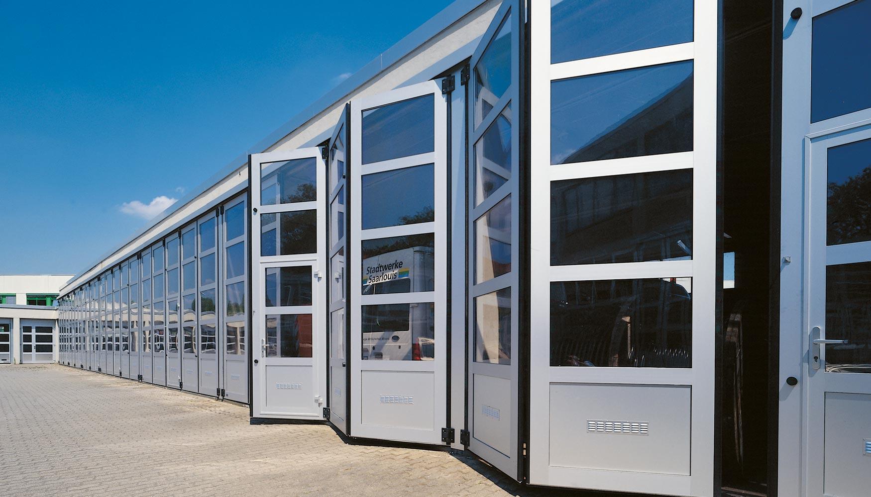 Aenor acuerda la creación de un reglamento para la certificación de la instalación de puertas industriales