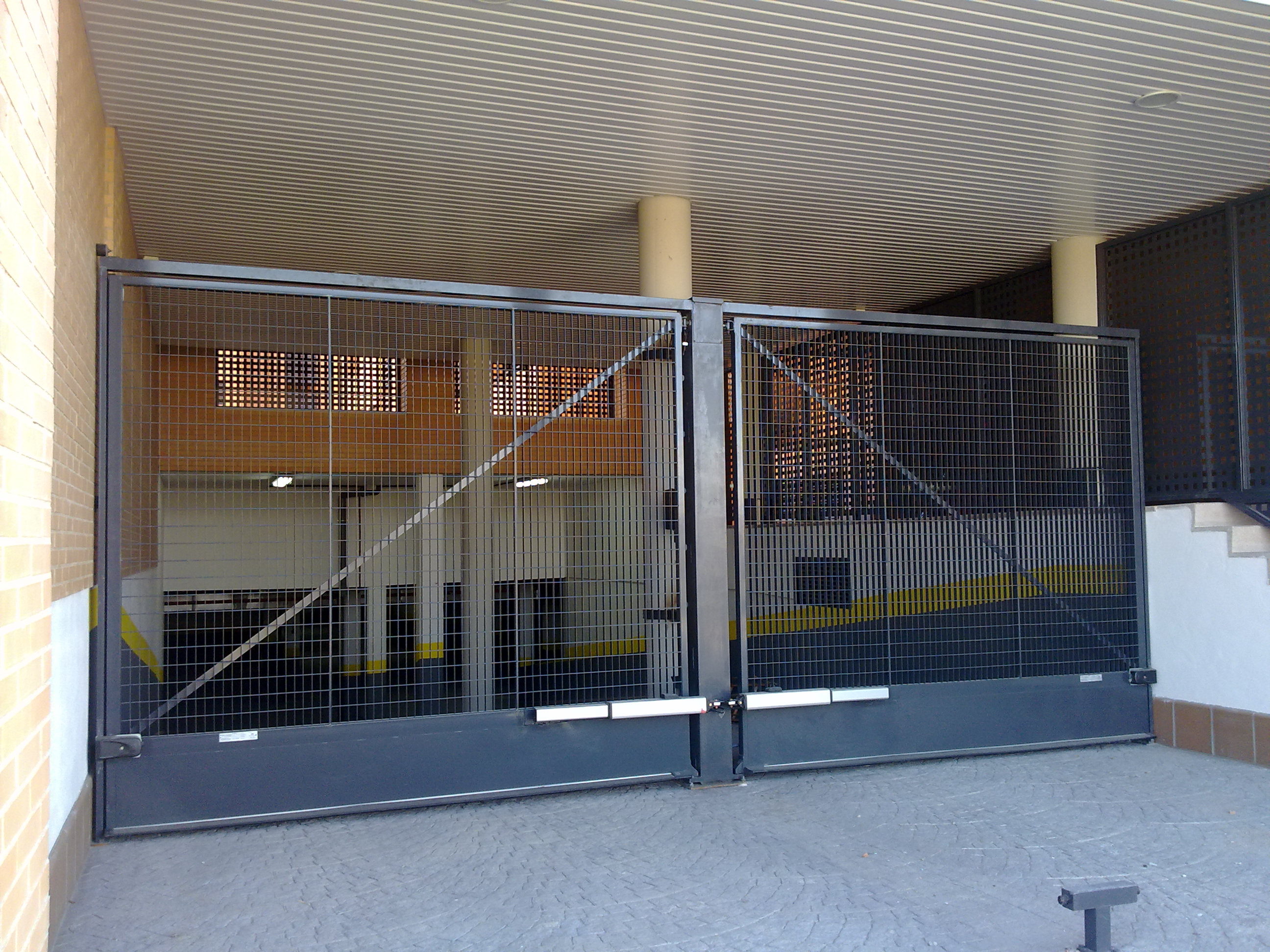 Puertas basculantes abatibles y correderas portis - Puertas correderas o abatibles ...